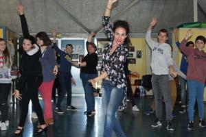 Anabel Veloso et les collégiens de Saint-Sever © Marina Cravo